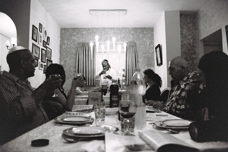 אורחים ושולחן ליל הסדר השנתי