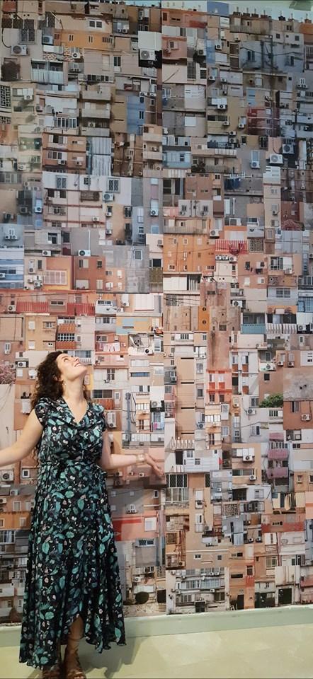 """יעל רומני על רקע פרויקט הגמר באמנות """"טפט"""", קולאז' של צילומי חזיתות שיכונים בבאר שבע"""