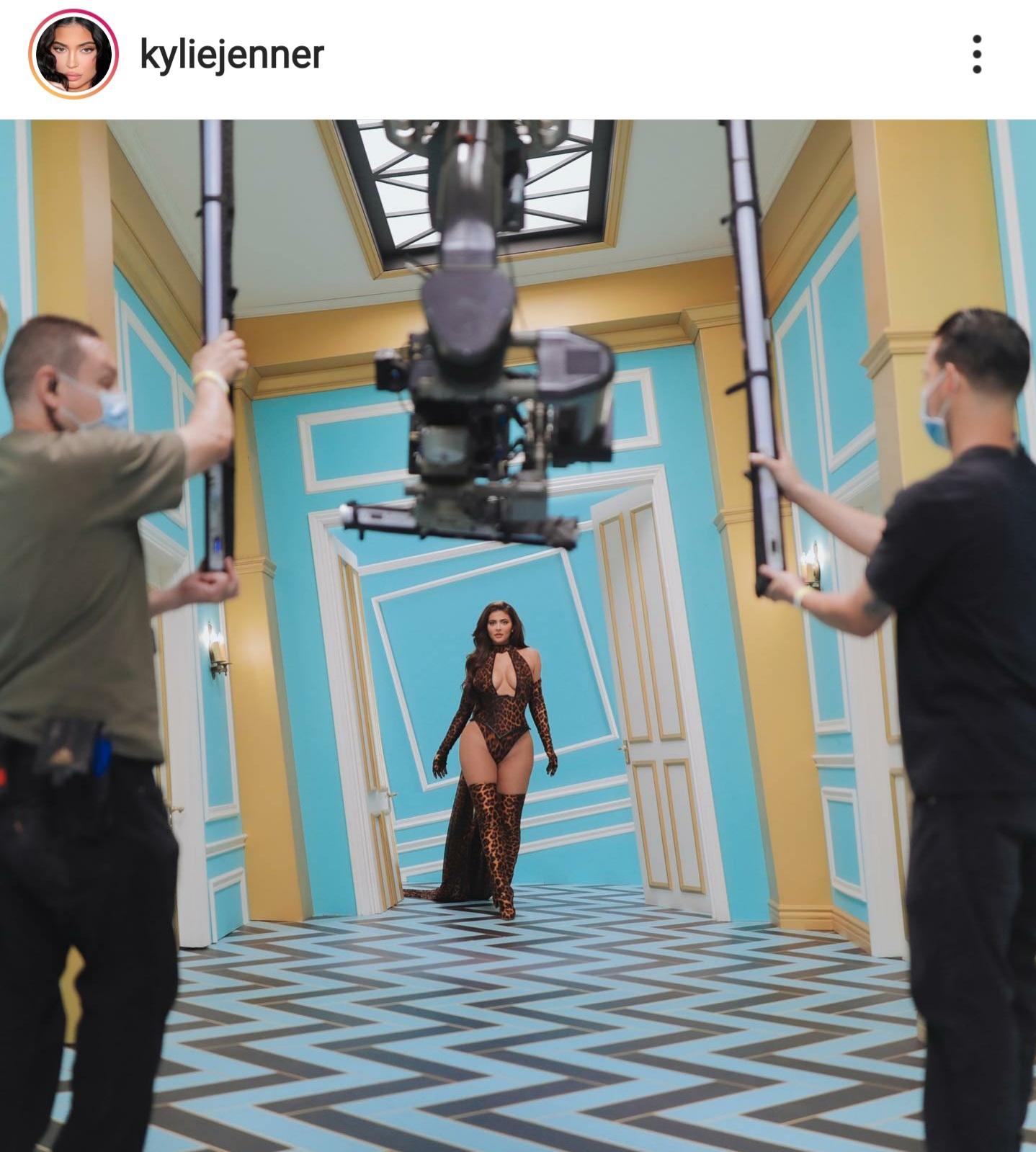 קיילי ג'נר בצילומים לקליפ WAP