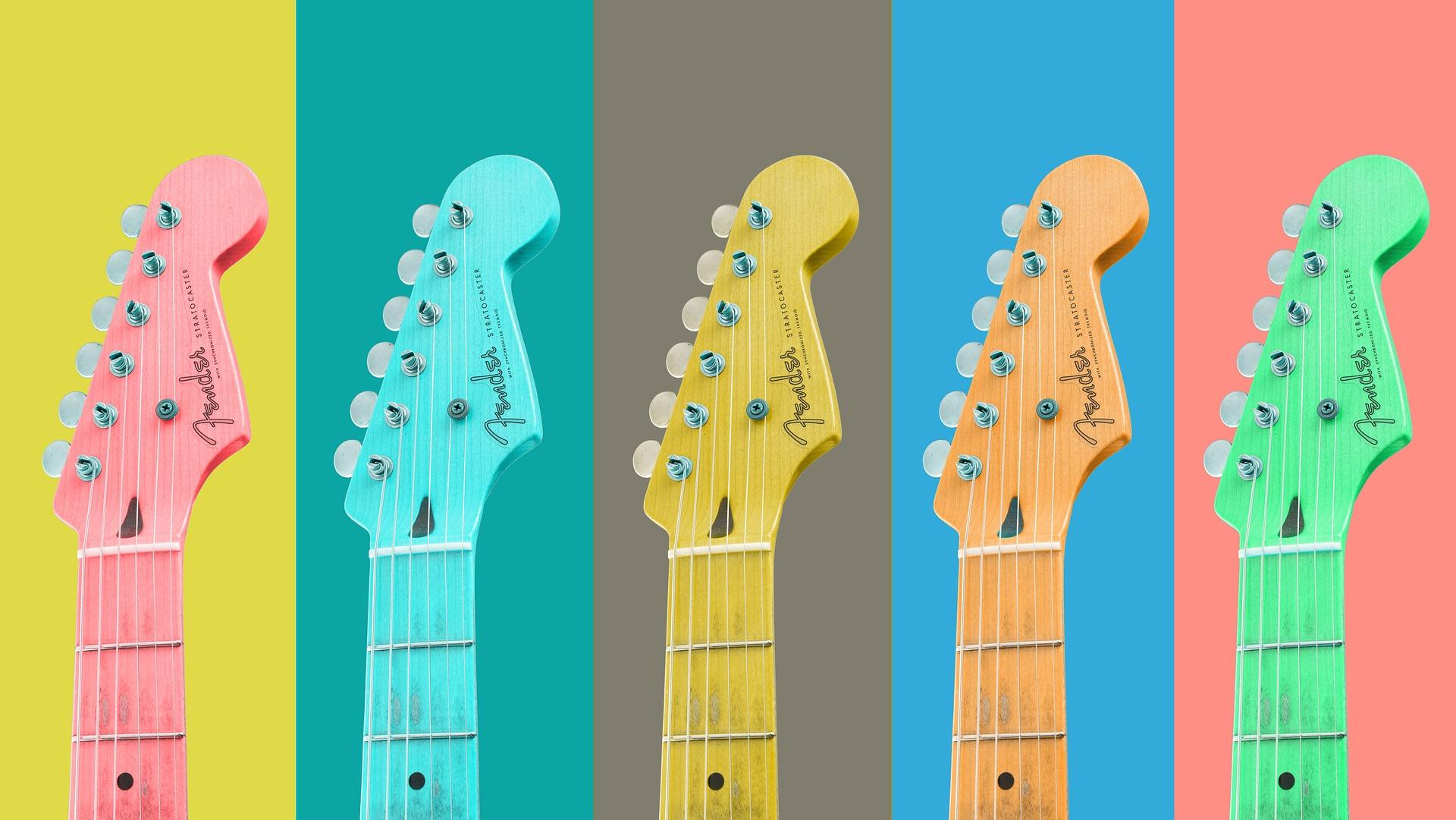 חמש גיטרות צבעוניות